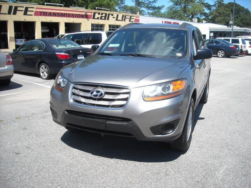 Hyundai Santa Fe 2011 price $7,900