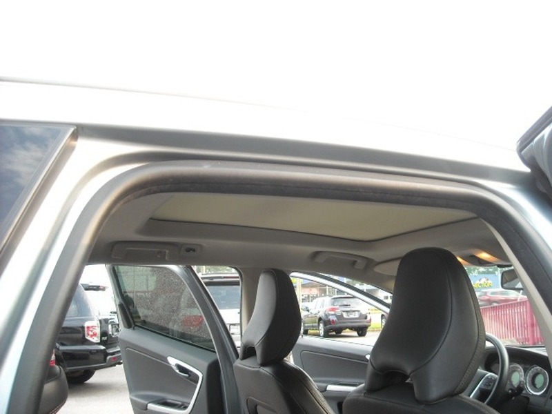 Volvo XC 60 2012 price $8,900