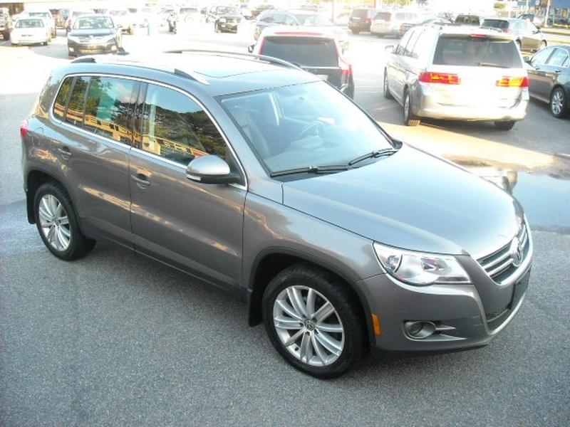 Volkswagen Tiguan 2011 price $8,500