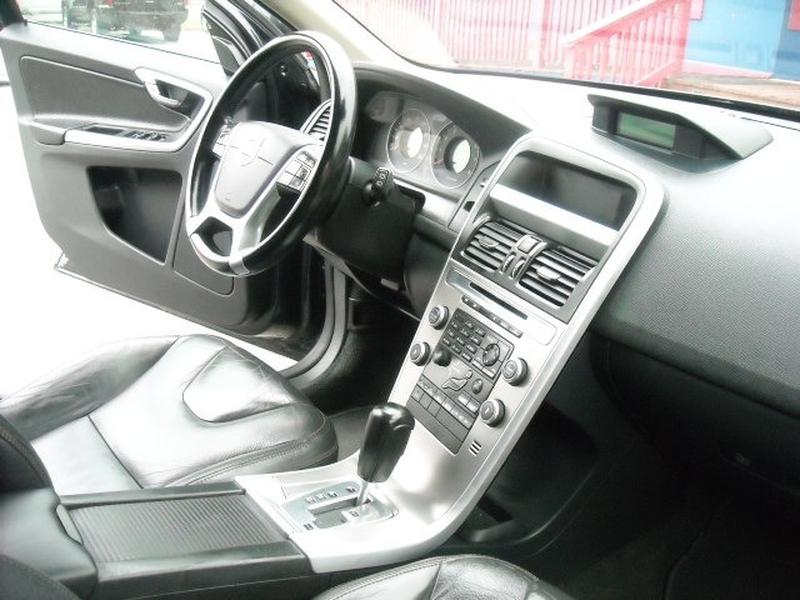 Volvo XC 60 2011 price $12,900
