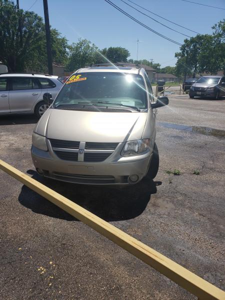 Dodge Caravan 2005 price $4,399