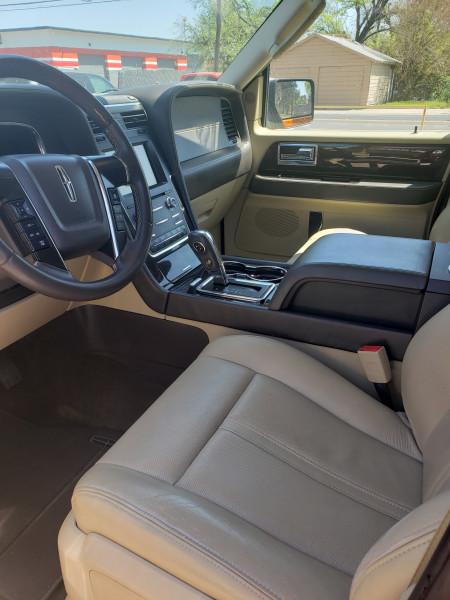 Lincoln Navigator L 2015 price $24,995