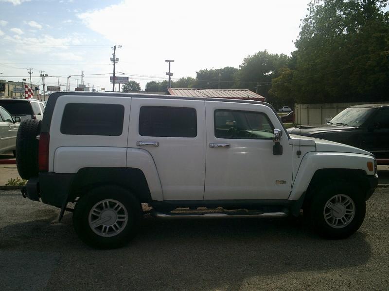 Hummer H3 2008 price $8,950