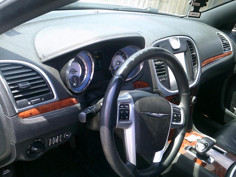 Chrysler 300 2014 price $10,950