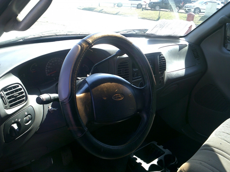 Ford F-150 2000 price $1,500 Down