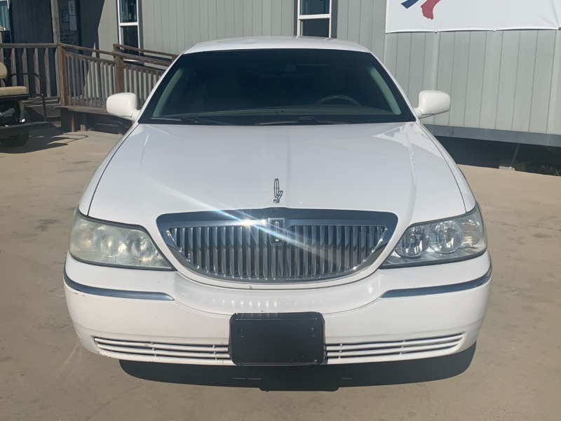 Lincoln Town Car 2005 price $495