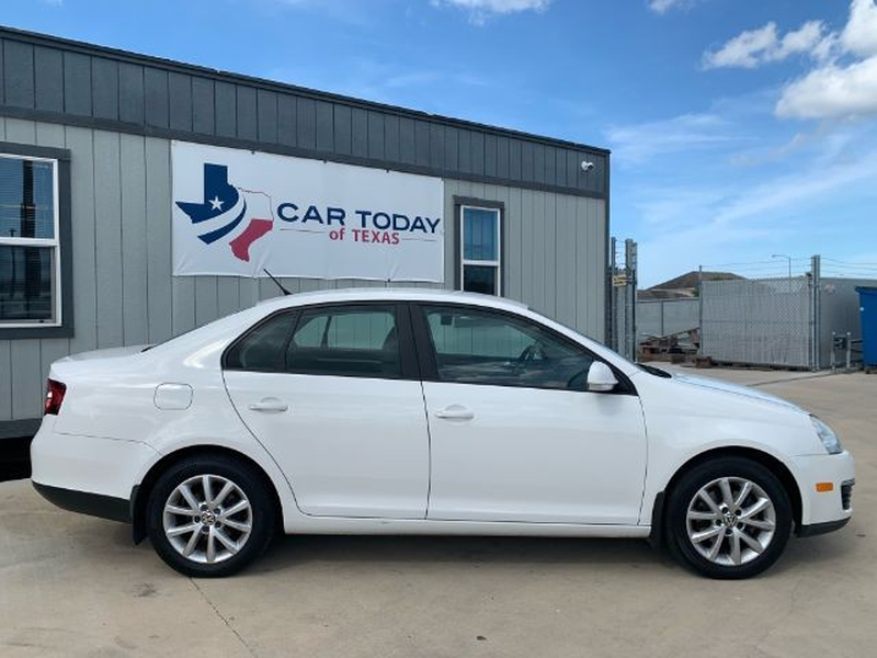 Volkswagen Jetta 2010 price Call for Pricing.