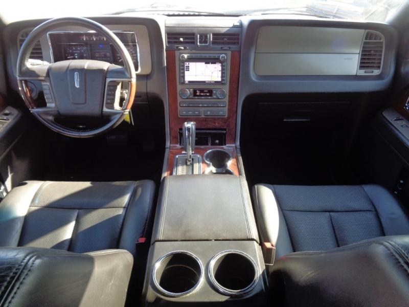 Lincoln Navigator 2013 price $21,995