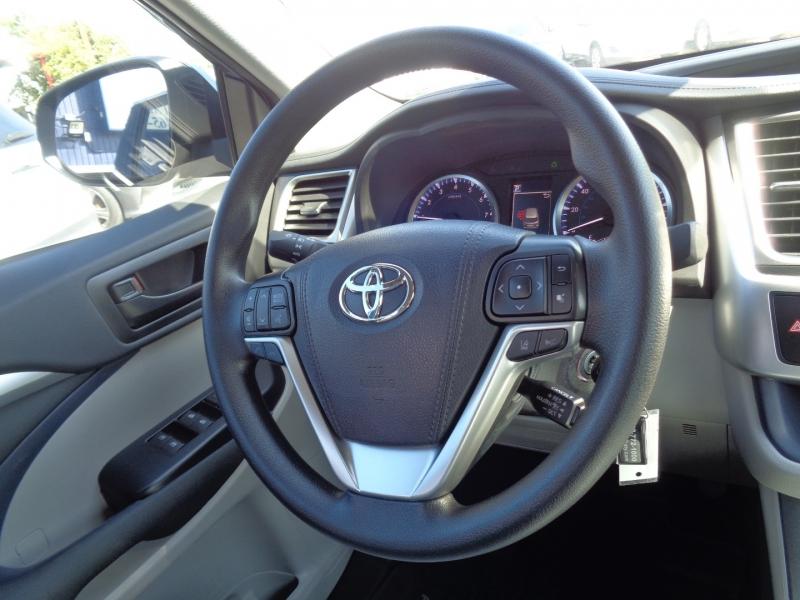 Toyota Highlander 2019 price $29,995
