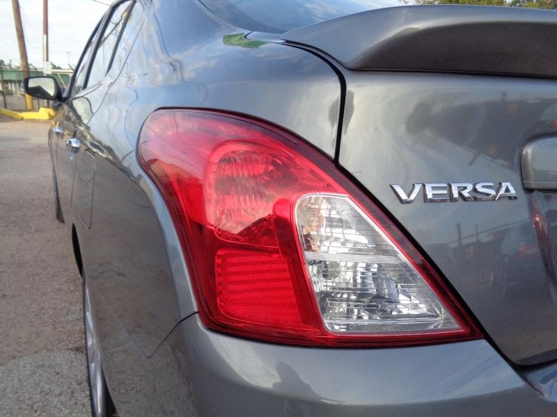 Nissan Versa Sedan 2018 price $12,995
