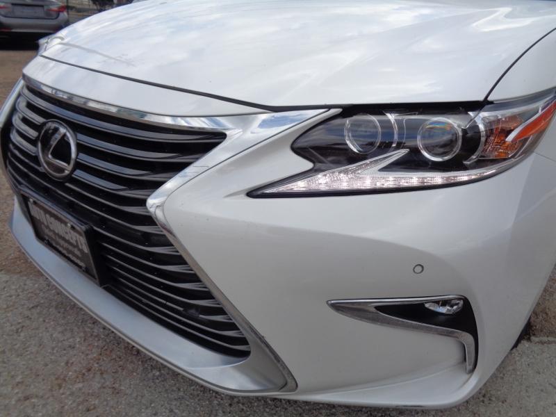 Lexus ES 2018 price $30,995