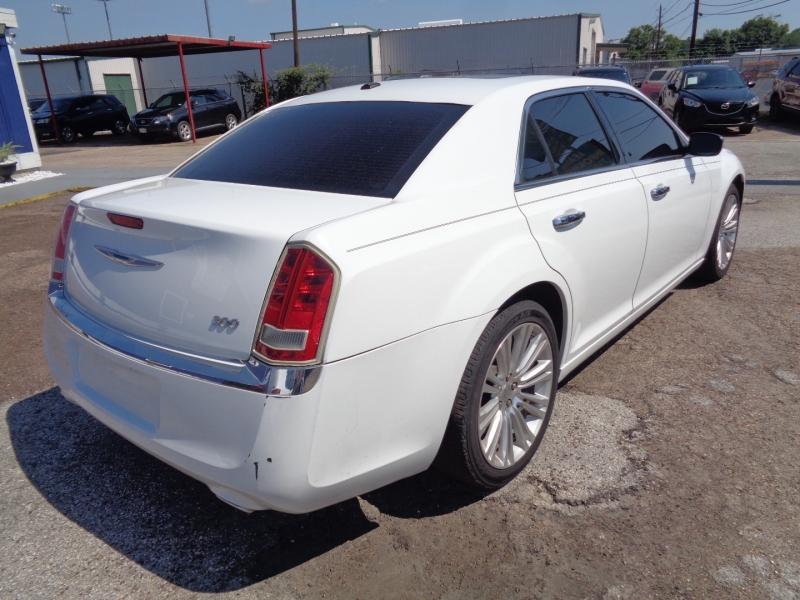 Chrysler 300 2011 price $17,995