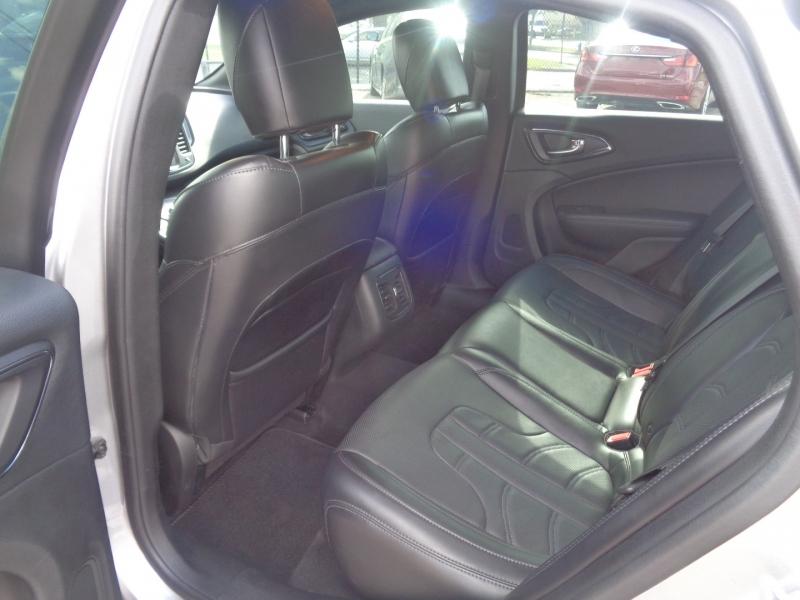 Chrysler 200 2015 price $19,995