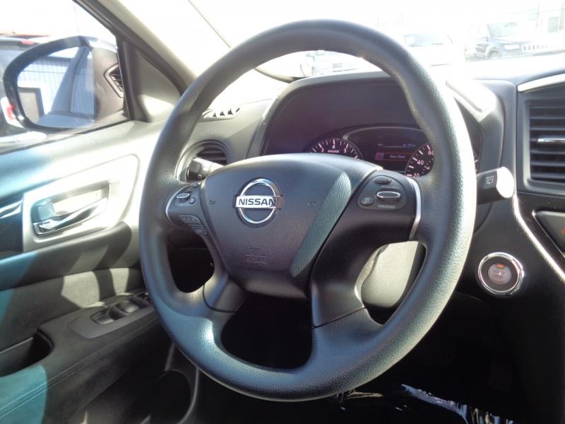 Nissan Pathfinder 2015 price $23,995