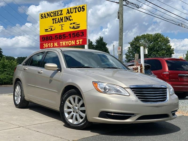 Chrysler 200 2013 price $5,900 Cash