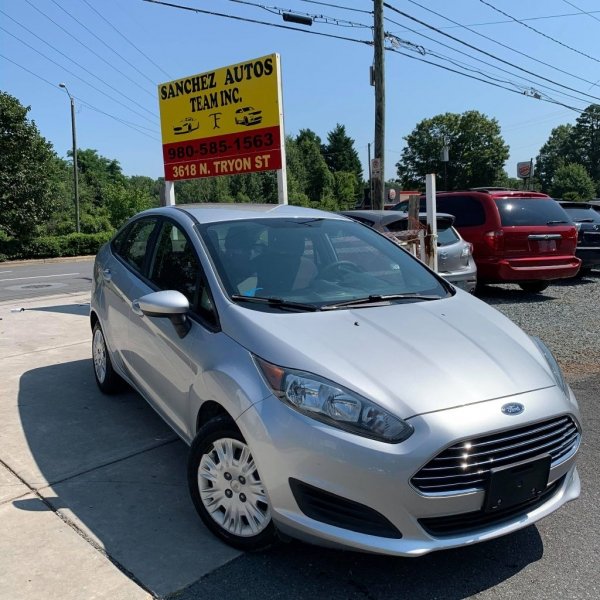 FORD FIESTA 2015 price $5,900