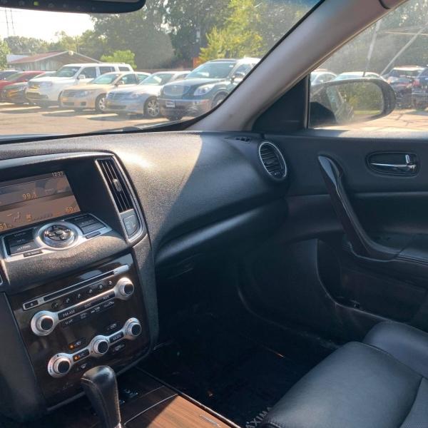 Nissan MAXIMA 2012 price $9,900