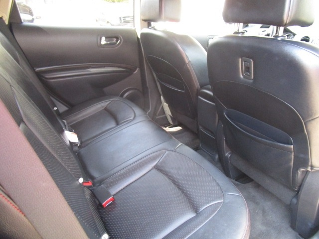 Nissan Rogue 2011 price $10,900