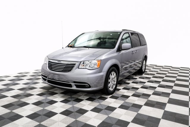 Chrysler Town & Country 2013 price $19,800