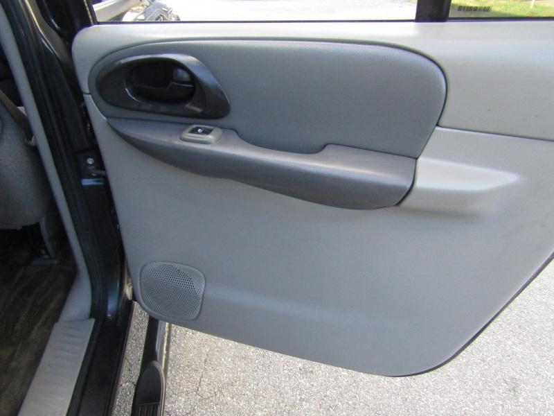 Chevrolet TrailBlazer 1 Owner 3RD Row seat 2004 price $4,995 Cash