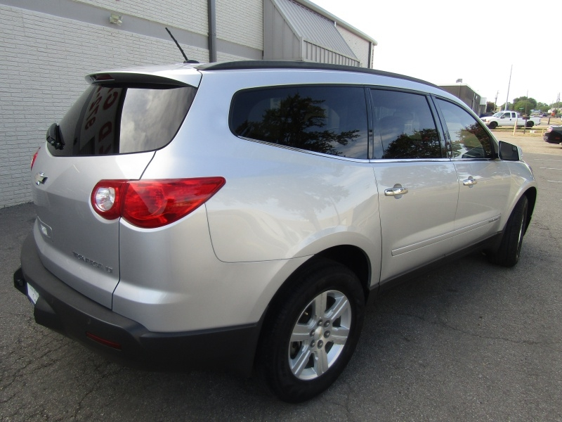 Chevrolet Traverse 2LT 3rd Row Seat1 Owner 2009 price $7,495 Cash