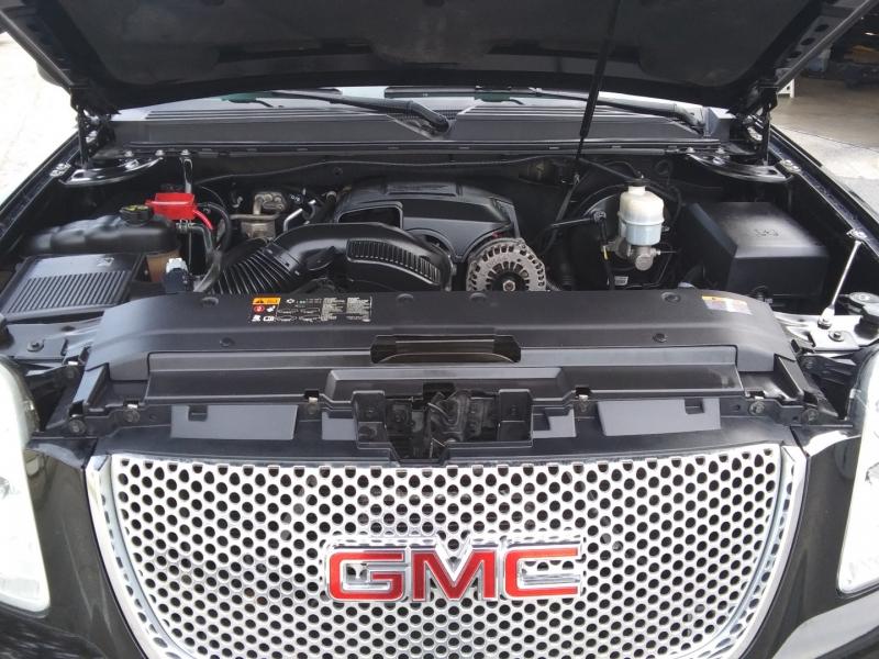 GMC Yukon XL Denali AWD nav 2xDVD 2012 price $11,995 Cash