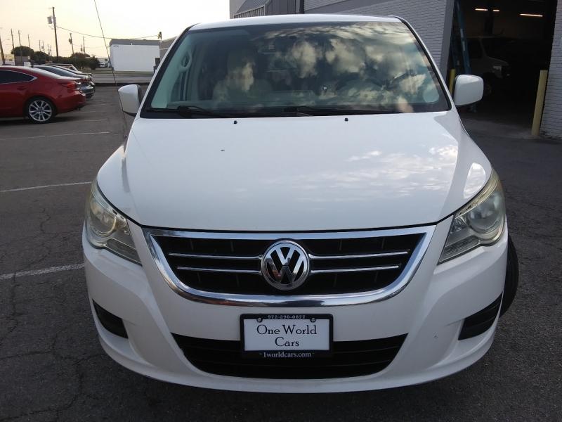Volkswagen Routan NAV/DVD 1 Owner 2010 price $8,495 Cash