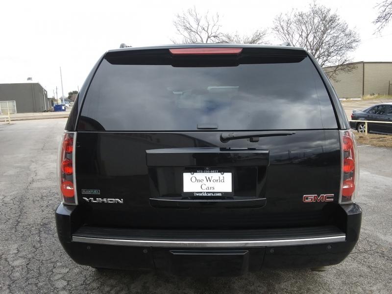 GMC Yukon Denali NAV DVD 1 Owner 2011 price $13,995 Cash