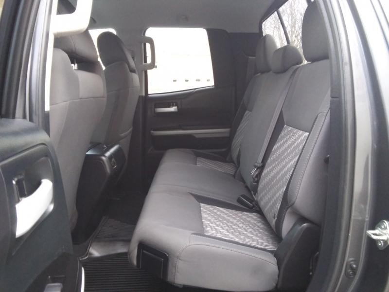 Toyota Tundra SR5 4WD 5.7L 1 Owner 2018 price $31,995 Cash