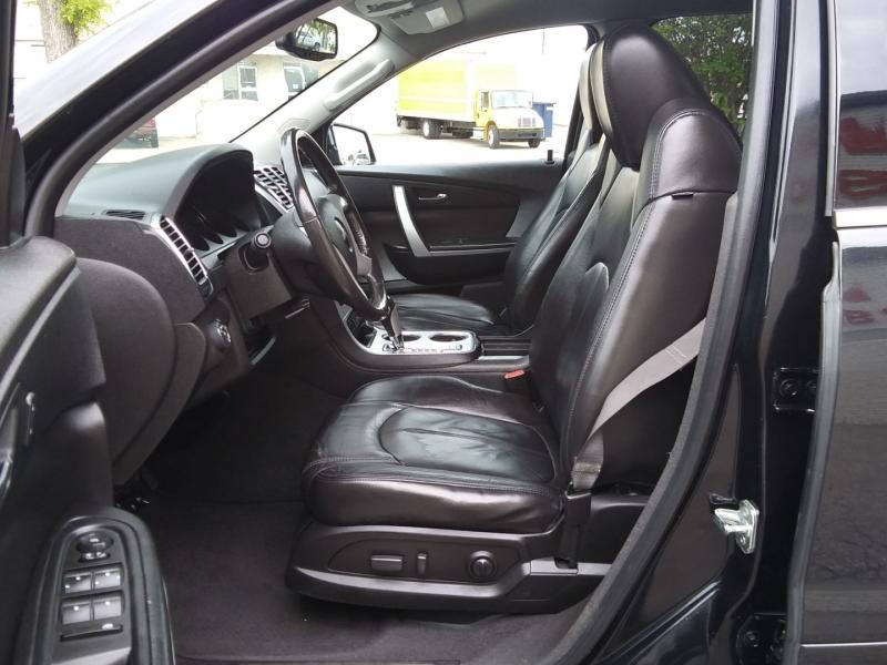 GMC Acadia SLT Leather DVD 2012 price $11,995 Cash