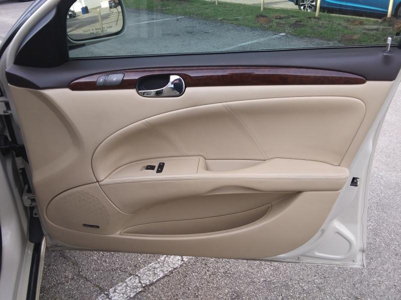 Buick Lucerne CXL Premium 1 owner 2011 price $8,995 Cash