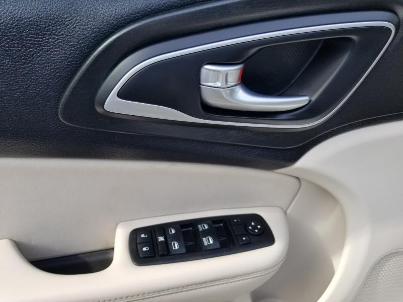 Chrysler 200 Limited 2015 price $12,995 Cash