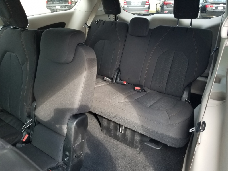 Chrysler Pacifica Touring Plus 1 owner 2018 price $20,995 Cash