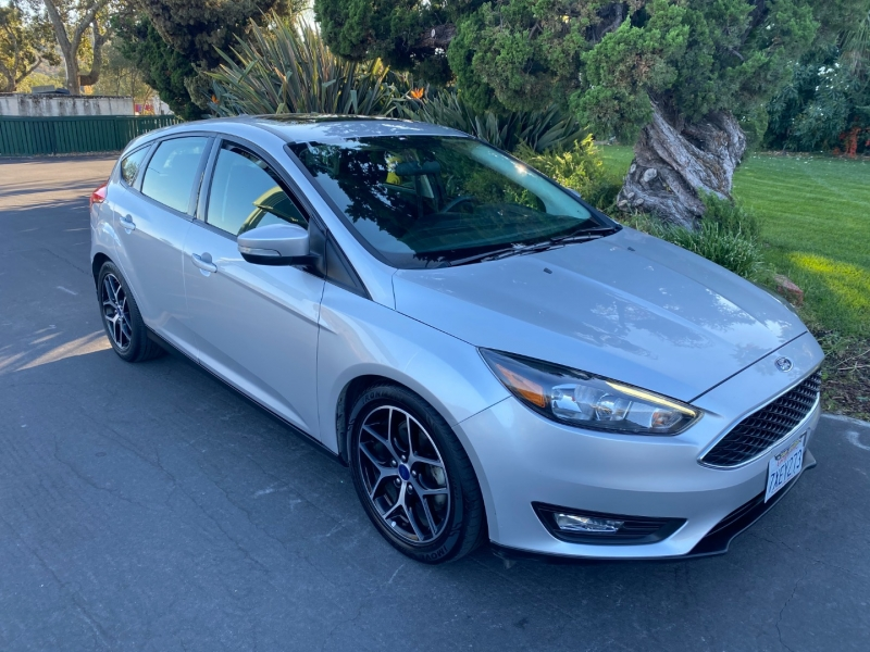 Ford Focus SEL 2017 price $10,995