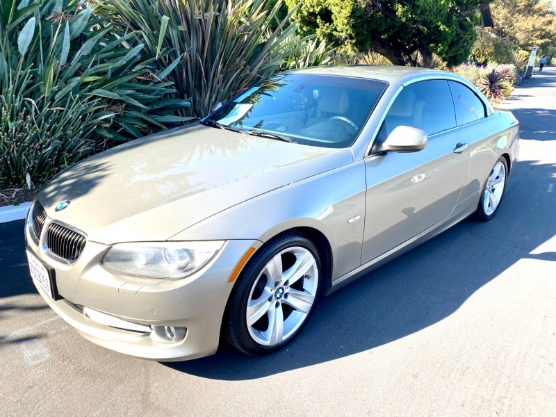 BMW 328i Convertible 2011 price $12,995