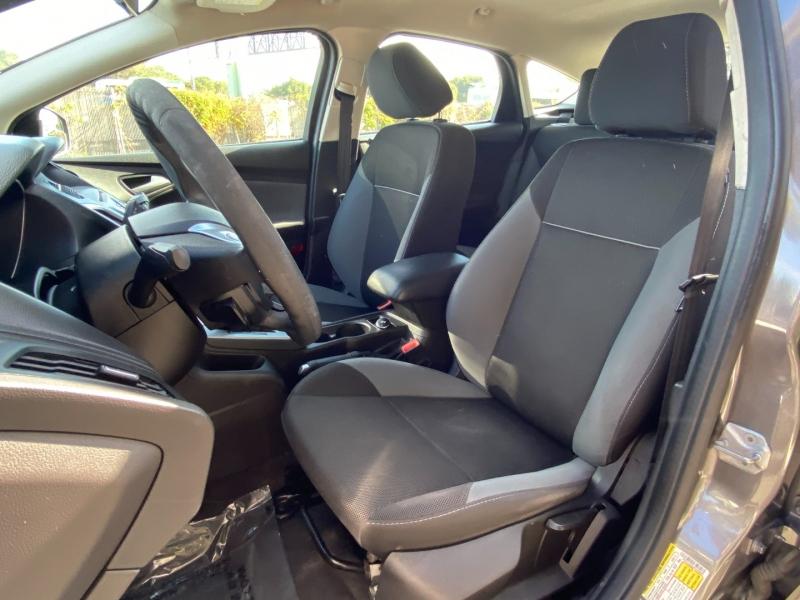 Ford Focus SE 2013 price $6,995