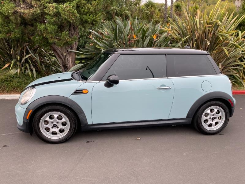 Mini Cooper Hardtop 2012 price $8,500