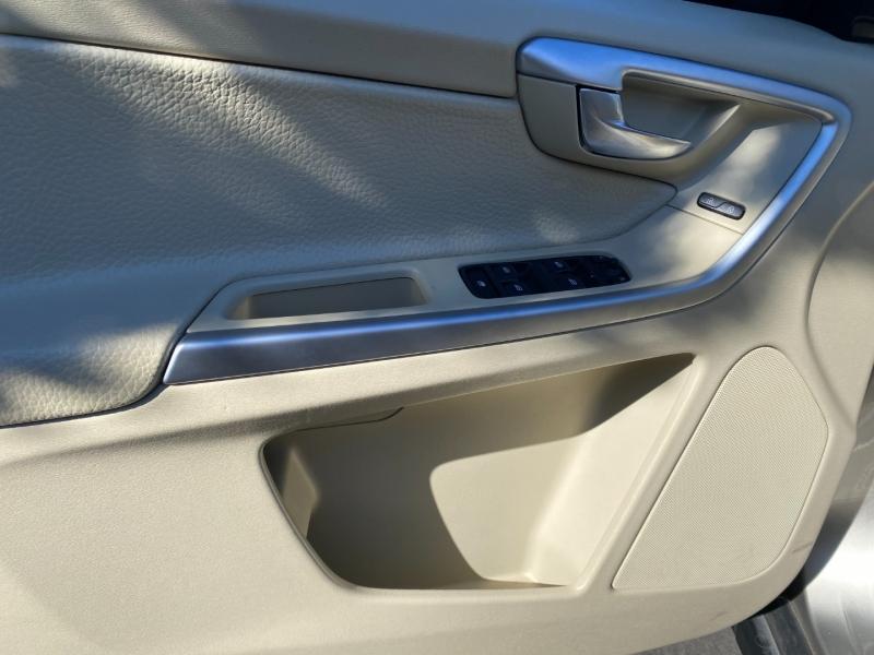 Volvo XC60 T6 AWD 2012 price $10,995
