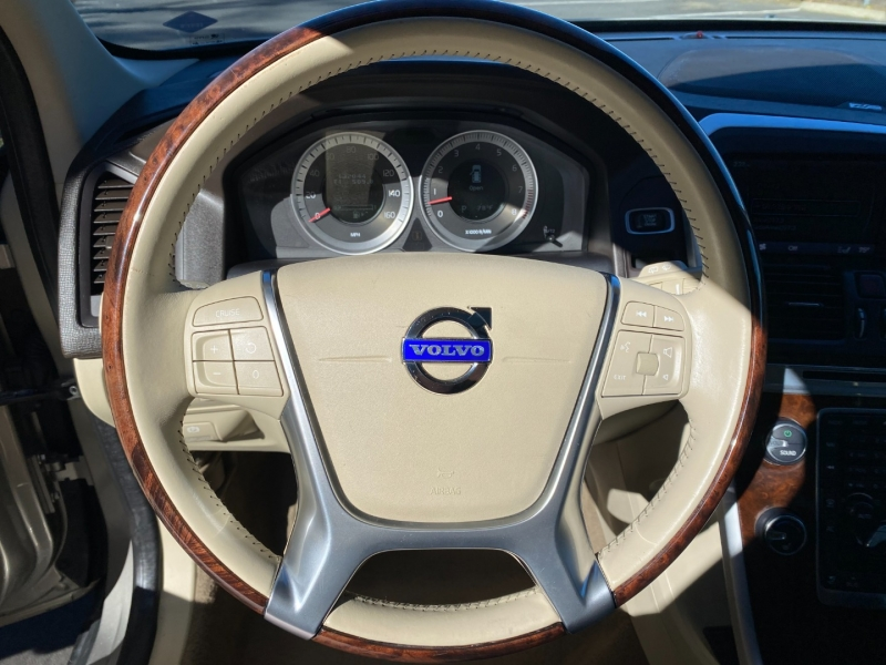 Volvo XC60 T6 AWD 2012 price $9,995