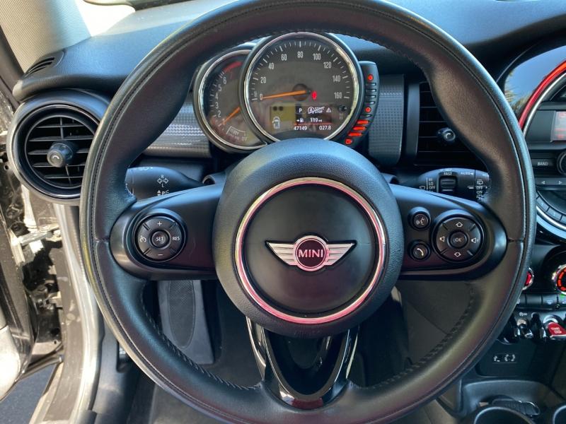 Mini Cooper Hardtop 2015 price $10,995
