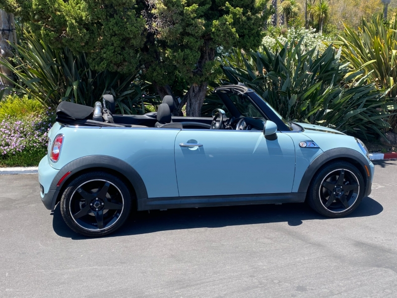 Mini Cooper Convertible 2011 price $10,500