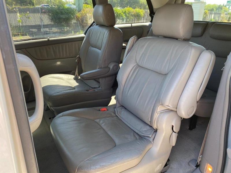 Toyota Sienna XLE 2004 price $5,995