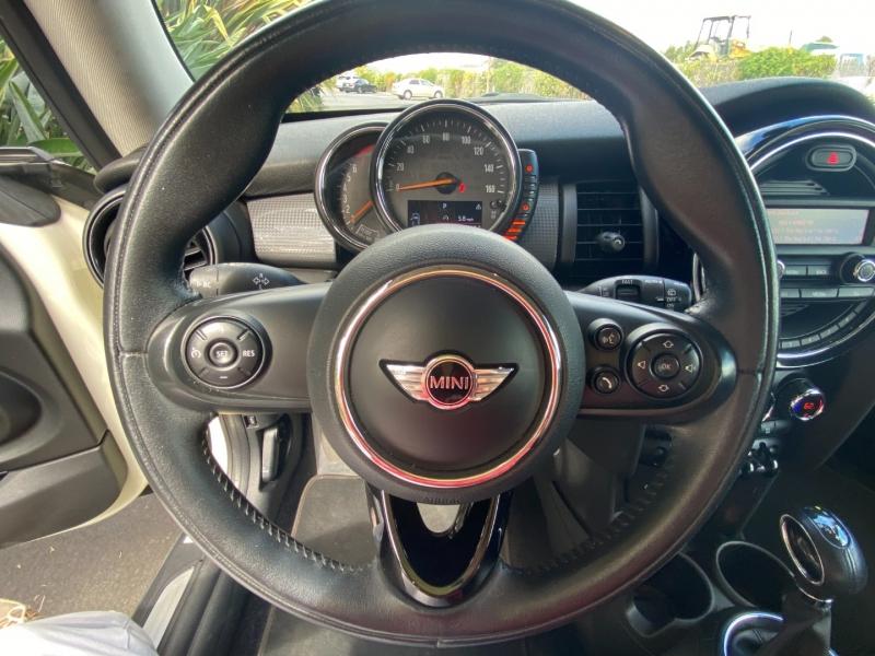 Mini Cooper Hardtop 2015 price $12,995