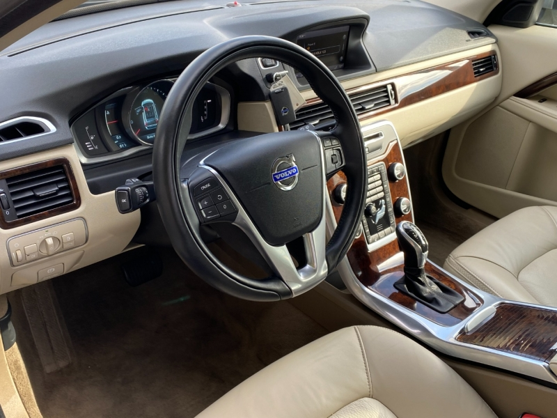 Volvo XC70 T6 Platinum AWD 2015 price $19,995