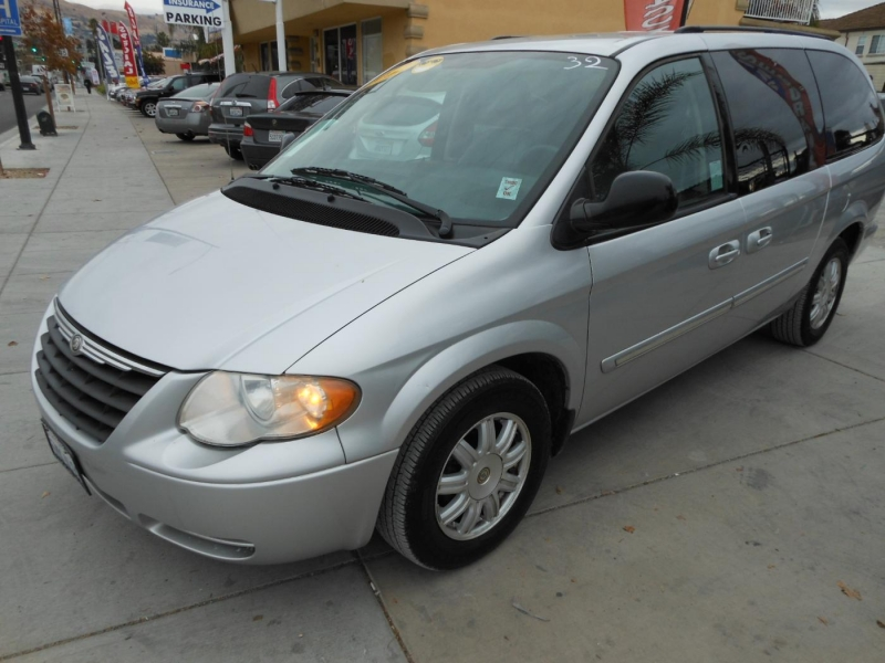 CHRYSLER TOWN & COUNTRY 2007 price $5,900