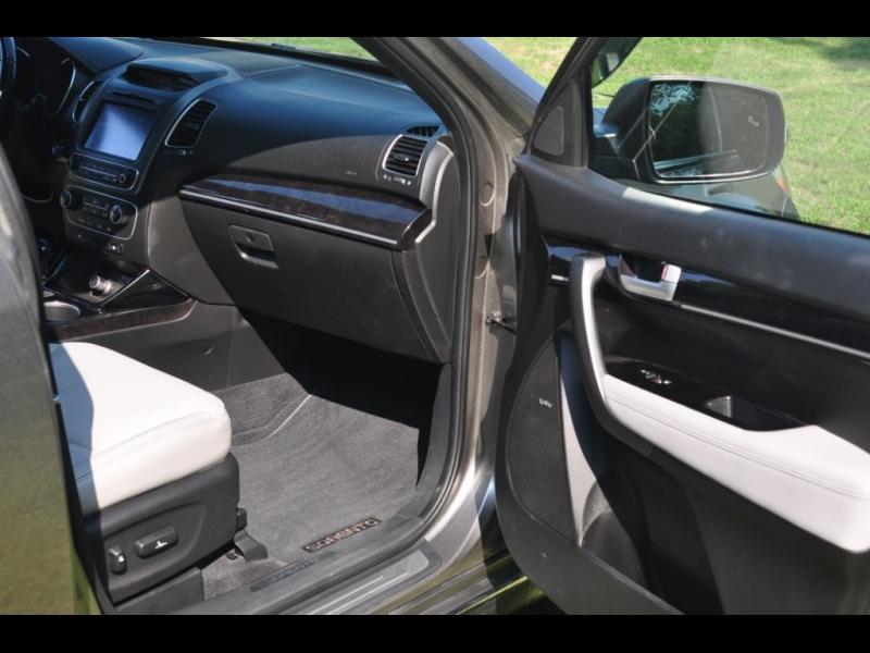 Kia Sorento 2015 price $17,900