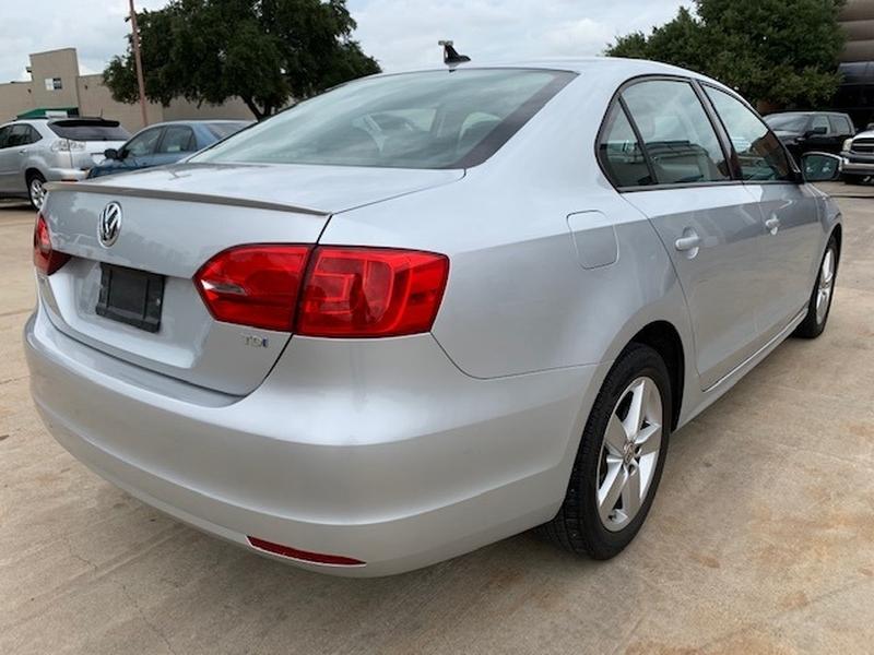 Volkswagen Jetta Sedan 2011 price $10,995