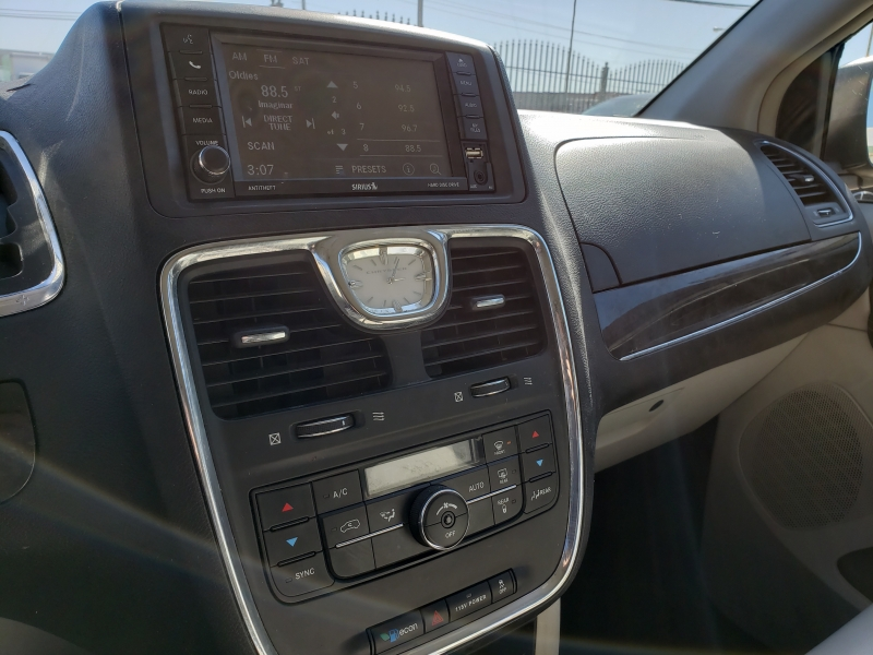 Chrysler Town & Country 2013 price $10,995