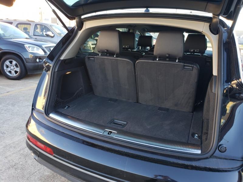 Audi Q7 2012 price $15,995
