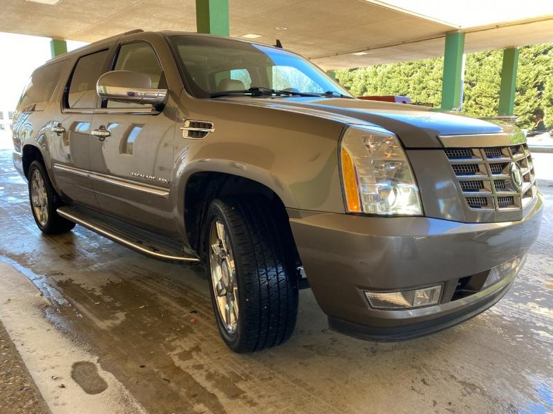 Cadillac Escalade ESV 2012 price $17,900